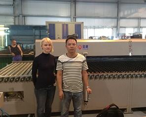 白俄罗斯客户全自动玻璃丝印机线